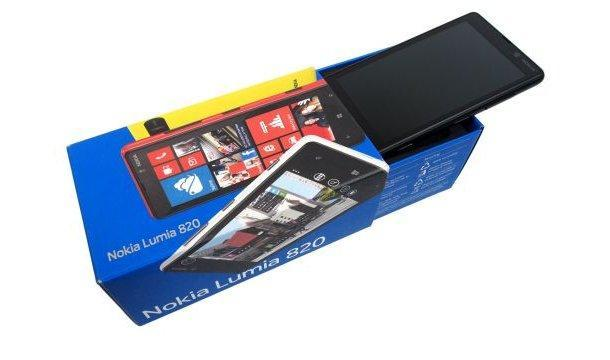Nokia Lumia 820 - Box