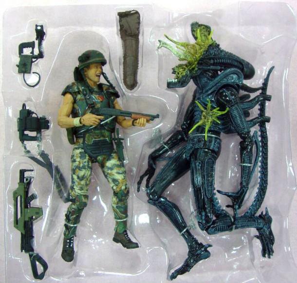 NECA - Aliens: Helmeted Corporal Hicks Vs Battle-Damaged Xenomorph Warrior Figurine Review