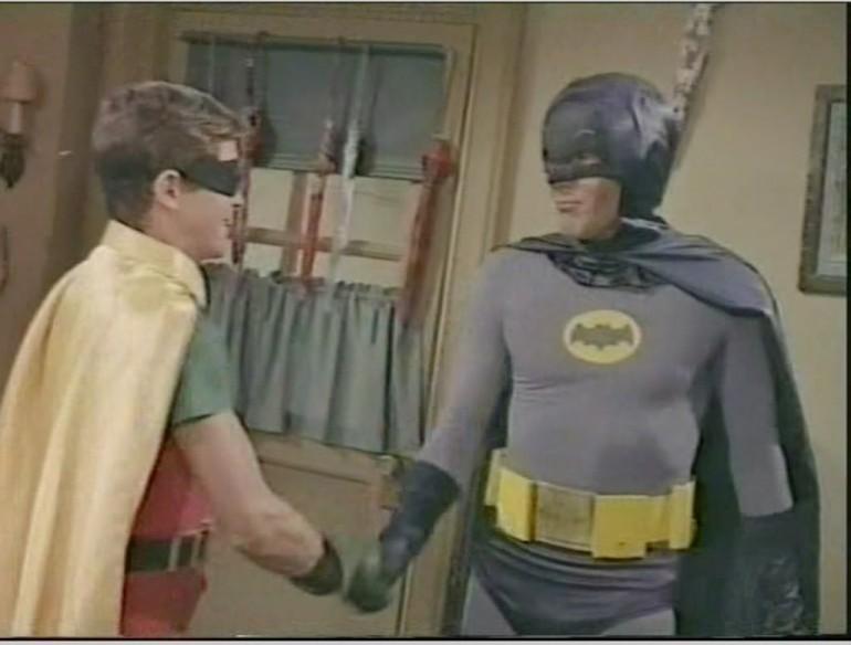 BatTV-SC-S1E04-BatmanRobinShake