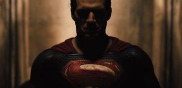batman_vs_superman_sneak_still