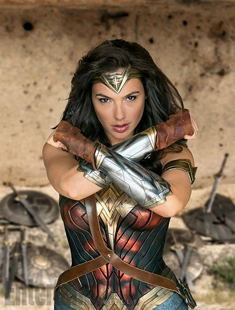 Marc Guggenheim is accusing Zack Snyder and Warner Bros. of ripping off Gal Gadot's Wonder Woman pose from Elektra