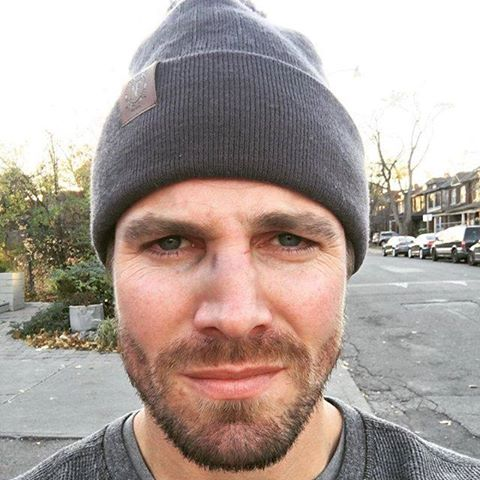 ARROW STAR STEPHEN AMELL ATTACKED BY CRAZY FAN