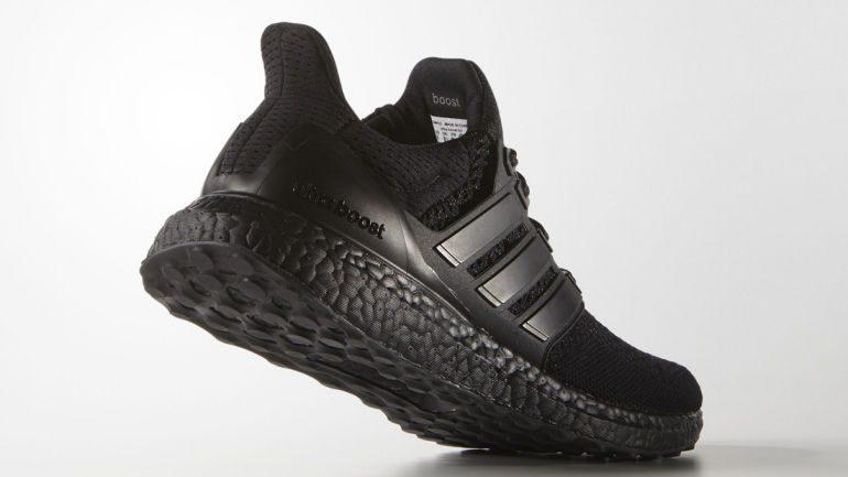 adidas-ultraboost-triple-black-02