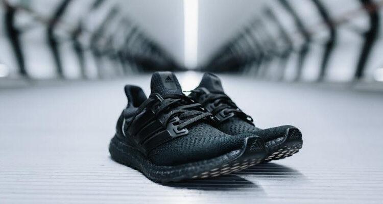 adidas-ultraboost-triple-black