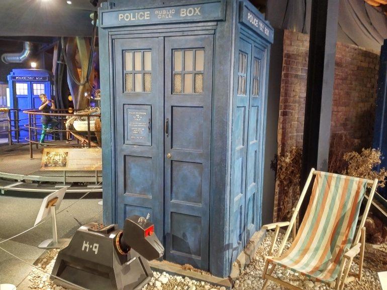 80s TARDIS with K9