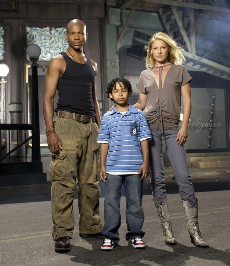 Ali Larter as Niki Sanders and Leonard Roberts as D. L. Hawkins in Heroes